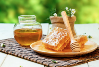 蜂蜜美肤祛皱、润肺止咳,还能治疗痛经