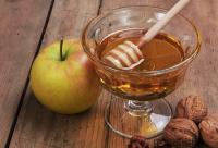 秋季应该怎样食用蜂蜜比较好 秋季食用蜂蜜的方法
