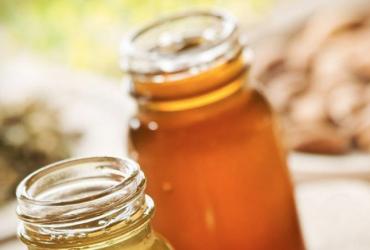 黑窝点查获250公斤麦芽糖色素勾兑假蜂蜜成品
